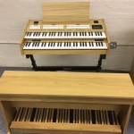 Content Compact 224 Intern Portable Organ System in Light Oak
