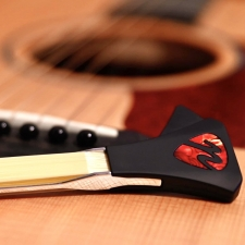 Pickaso Guitar Bow In Ruby Red Abalone Veneer With Rosin (PBRR)