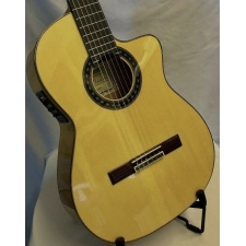 Mendieta Flamenco LCE Electro Flamenco Guitar with Cutaway