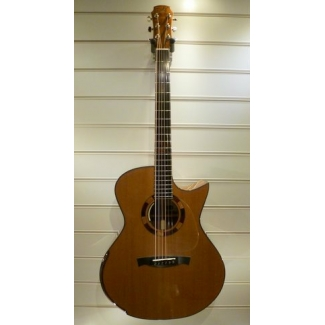 Maestro Singa O-CSB Custom Medium Jumbo Electro Acoustic With Case
