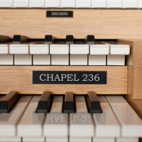 Content Chapel 236R Organ, 30 Note Radiating Concave Pedalboard & Bench
