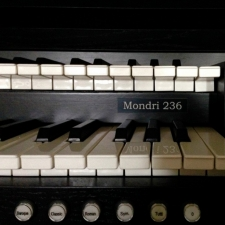 Content Mondri 236 Organ, 30 Note Radiating Concave Pedalboard & Bench